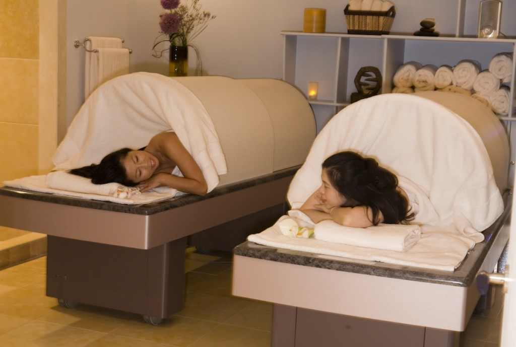Ganban Yoku with herbal steam dome at Spa Pure USE