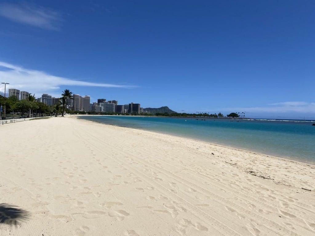 Ala Moana Beach Right Now