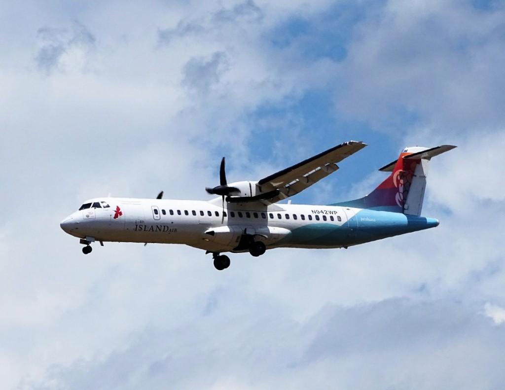 Island_Air_ATR_72_N942WPwiki3