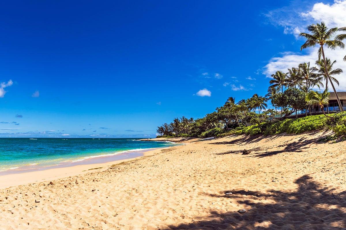https://wpcdn.us-east-1.vip.tn-cloud.net/www.hawaiimagazine.com/content/uploads/2020/12/Oahu-Sunset-Beach-PB57photos-ThinkstockPhotos-592666980.jpg