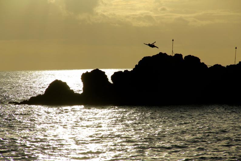 sheraton cliff jumping maui