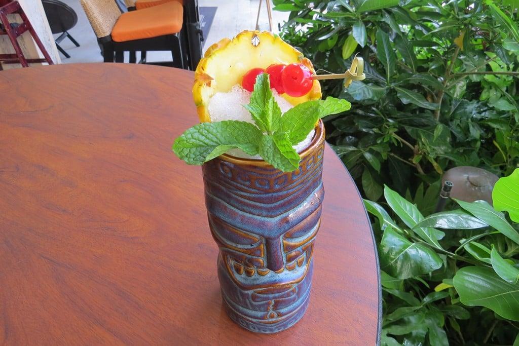 cocktail tiki drink splash bar