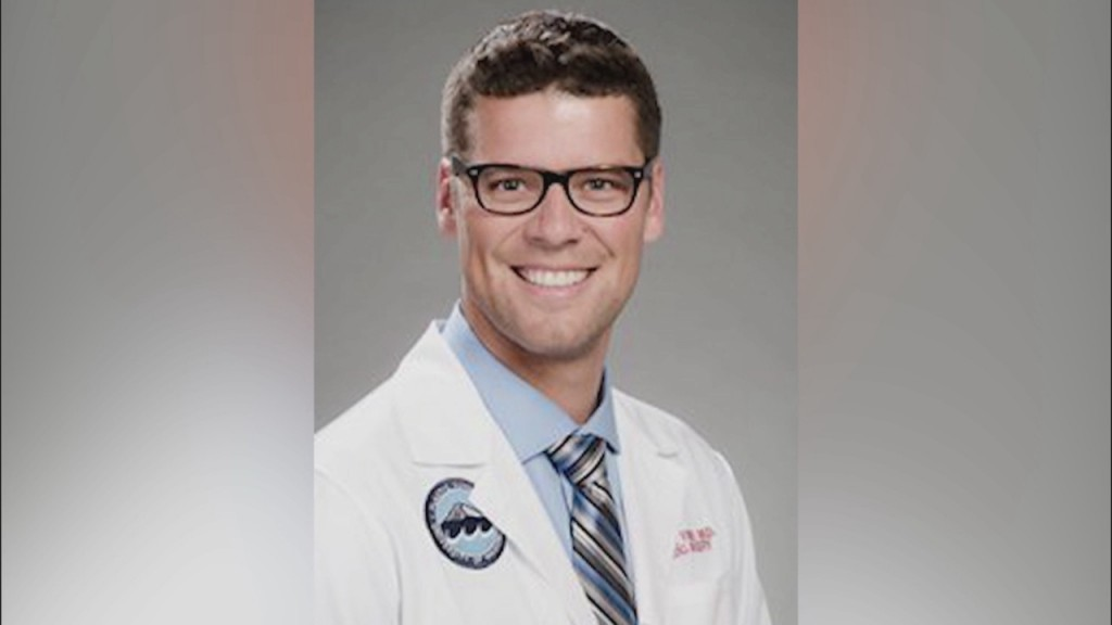 Former Husker Sean Fisher Tackling Covid 19 As Surgical Resident In Seattle