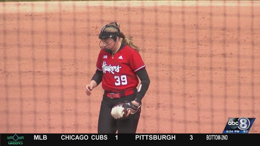 Softball Sweeps Illinois
