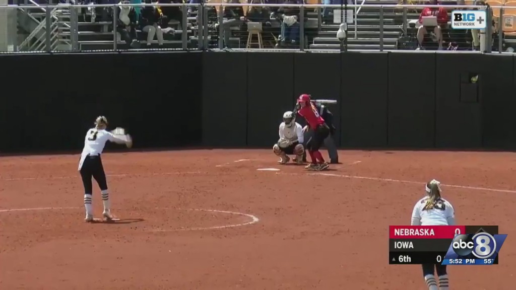 Hawkeyes Sweep Husker Softball