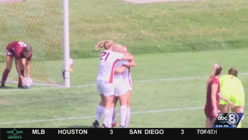 Women's Soccer Beats Loyola