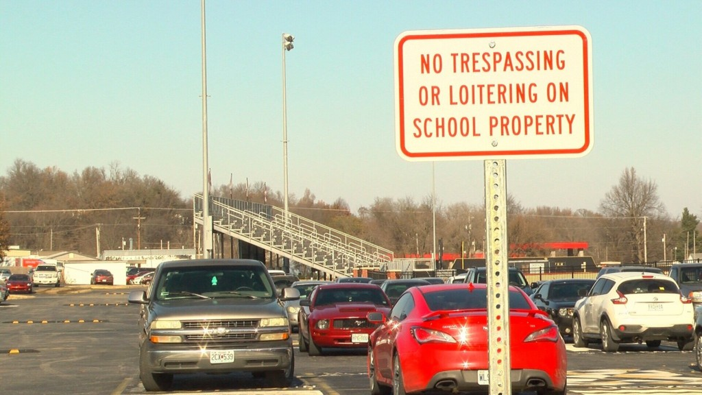 Students No Longer Allowed To Loiter on Neosho High School Parking Lot