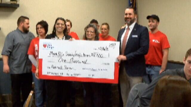 NEO honors students & food service fight hunger