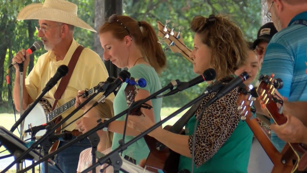 Bluegrass bash wraps in Carl Junction