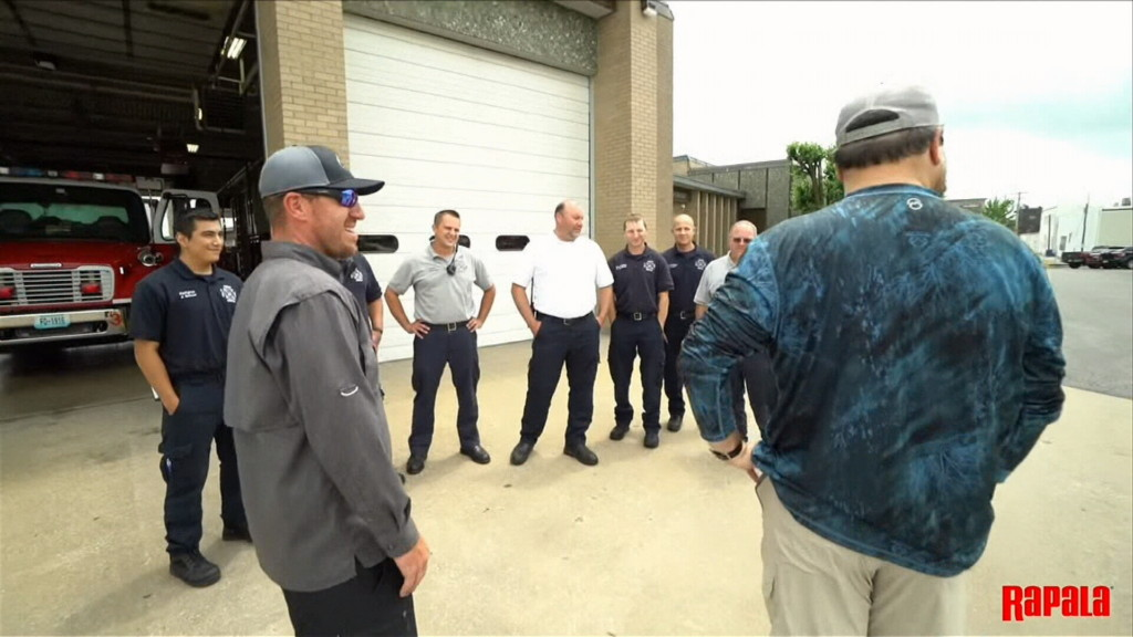 Professional angler & duck dynasty star bring gifts to first responders