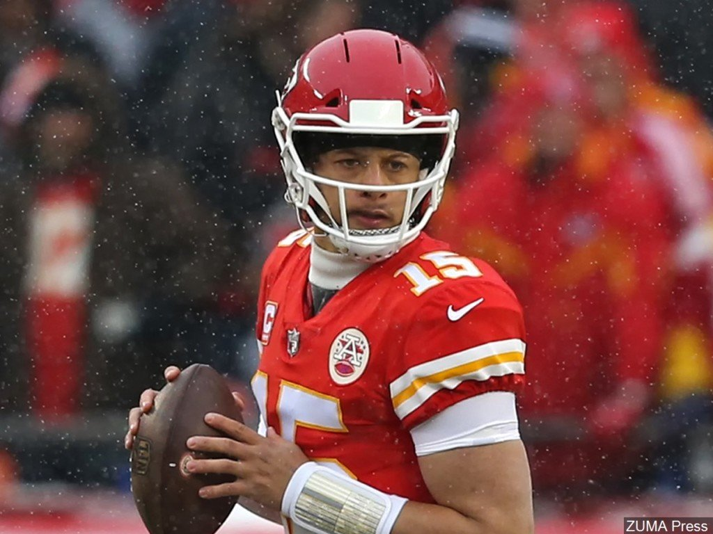 Chiefs QB Mahomes named AFC Offensive Player of the Month