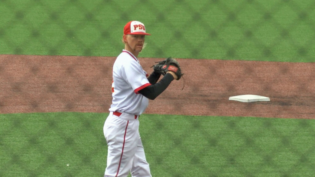 Pitt State drops series opener to UCM in extra innings