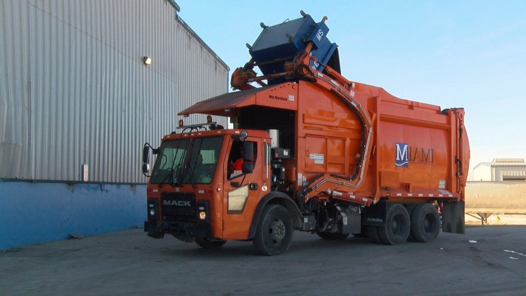 Automated garbage truck eases load in Miami