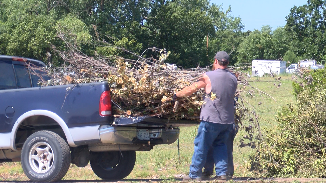Many take advantage of brush and tree limb drop off event in Joplin