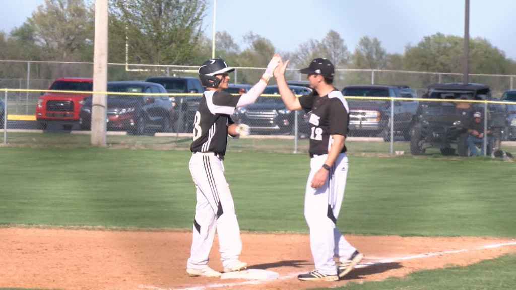 Frontenac sweeps Girard, remains undefeated