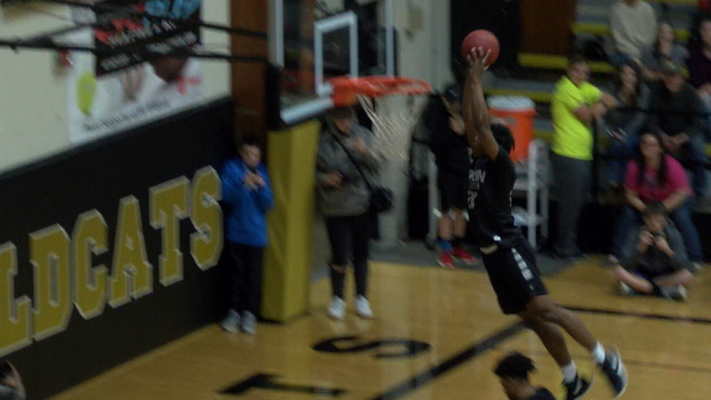 Evan Guillory (Joplin HS) takes dunk contest title at Neosho Holiday Classic