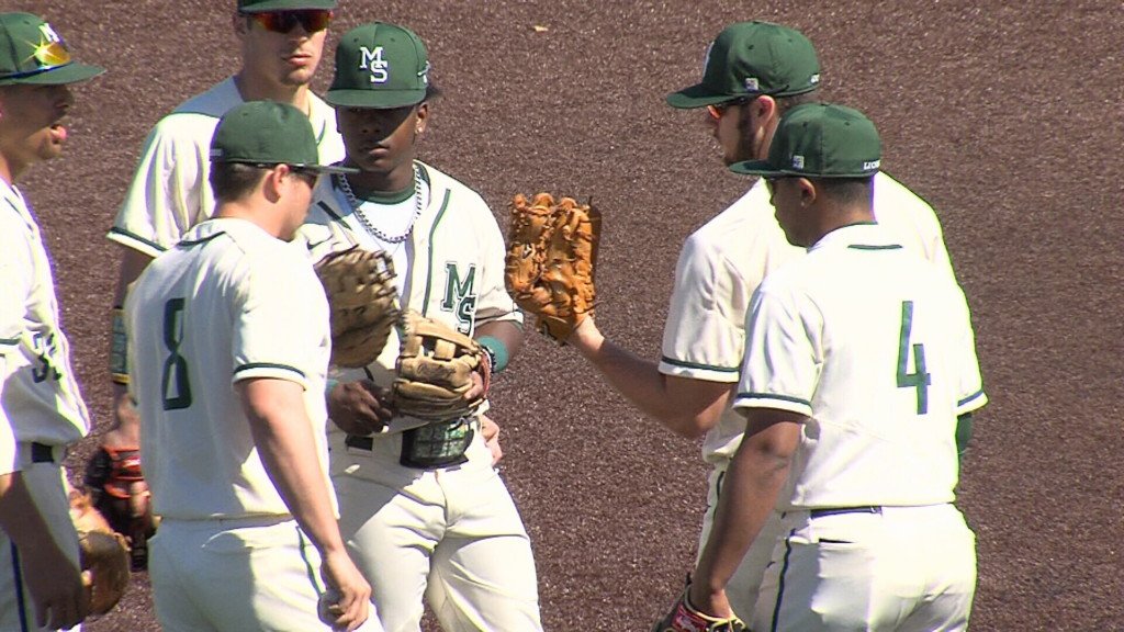 #12 Missouri Southern to host #21 UCM