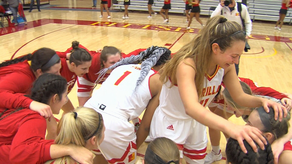 Pitt State tops Tabor for 8th straight win