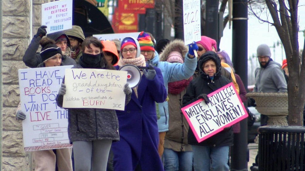 SEK women march in Pittsburg