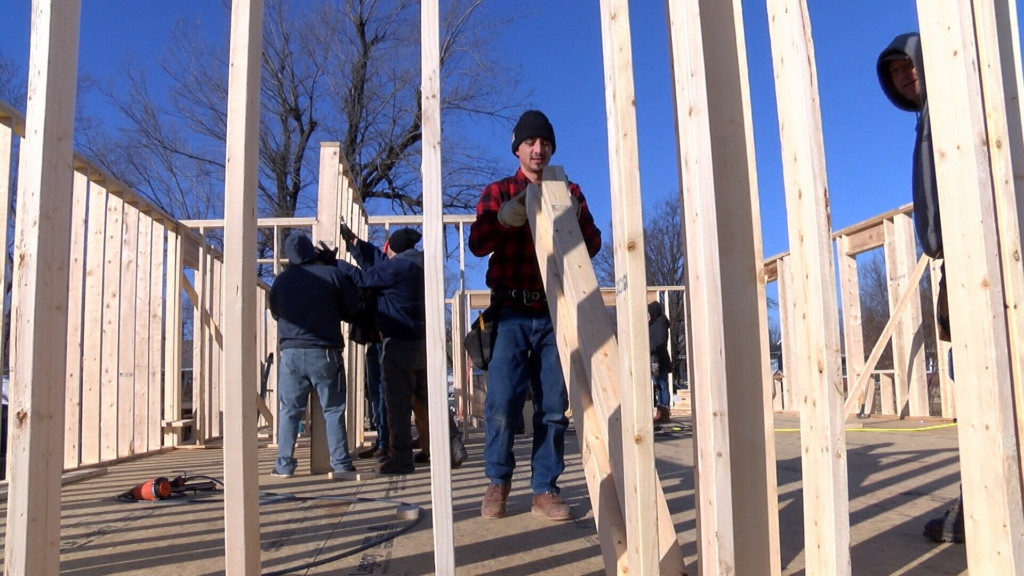 4-Staters build a home for a veteran on MLK Day