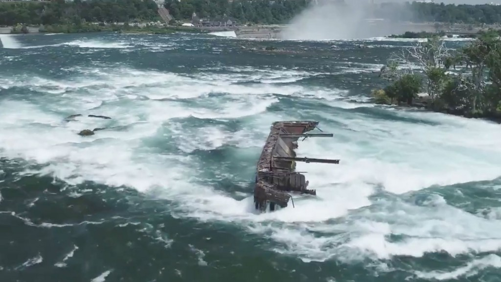 Boat trapped on rocks above Niagara Falls dislodged after 101 years