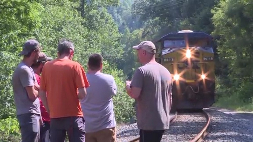 Coal miners, including those who blocked train, get back pay