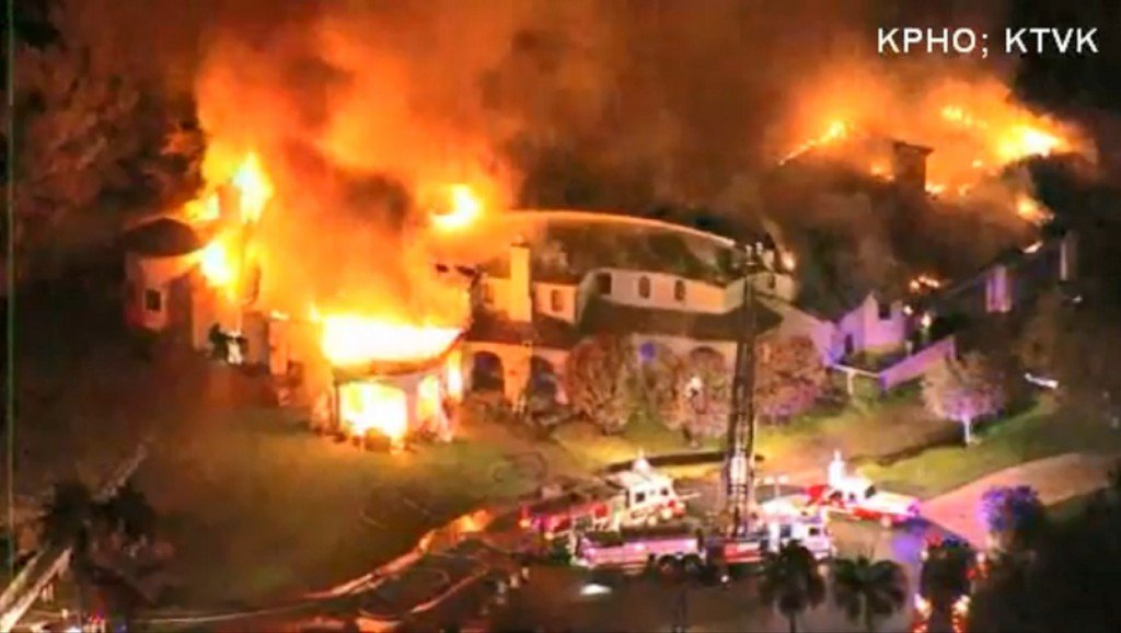 Huge mansion goes up in flames in Arizona