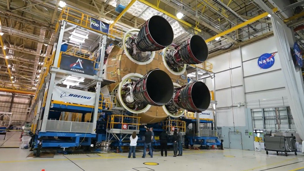 NASA says moon rocket could cost as much as $1.6B per launch