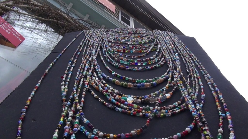 Record-breaking necklace on display in Pennsylvania