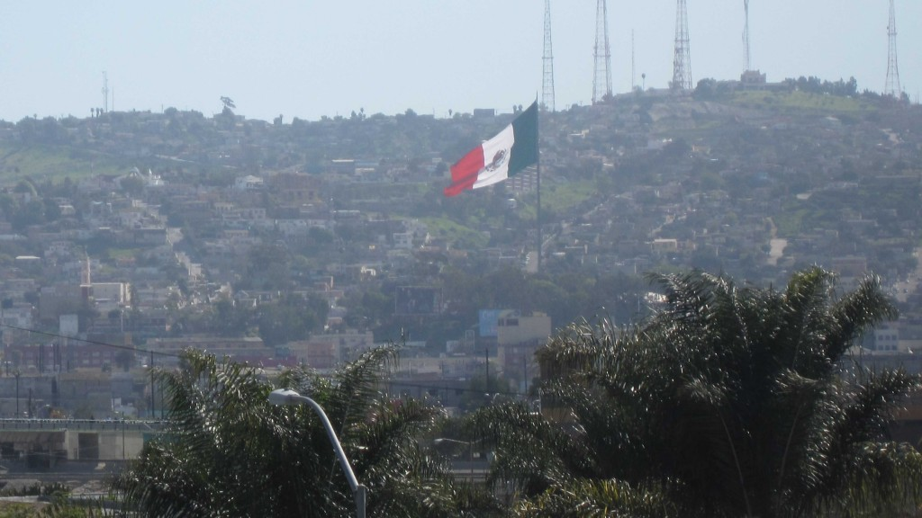San Diego border crossing closed 3 hours Monday