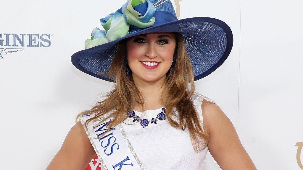 Former Miss Kentucky charged with sending nude photos to student