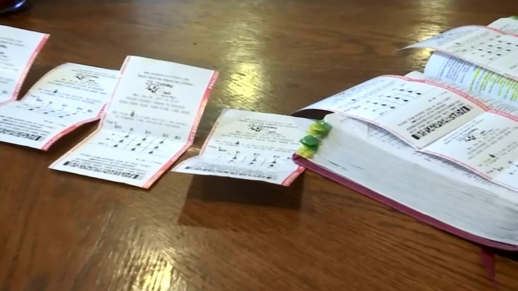Mom wins largest individual Powerball in Australian lottery history
