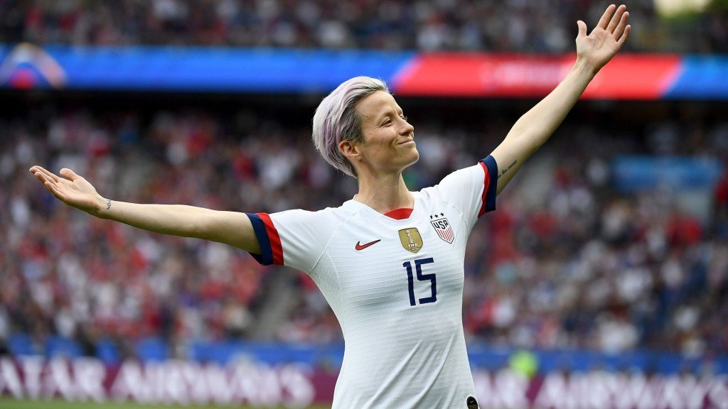 Megan Rapinoe strikes epic pose after scoring against France
