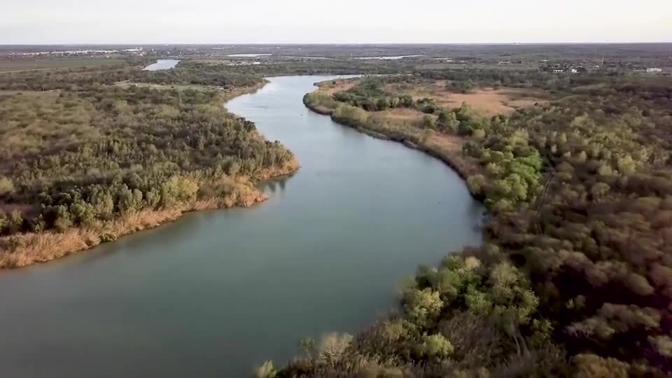 1 dead, others missing after raft overturns on Rio Grande