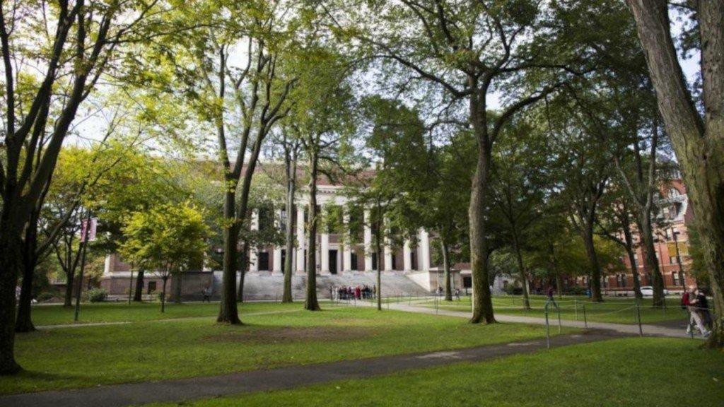 Harvard student denied entry to US on campus for classes