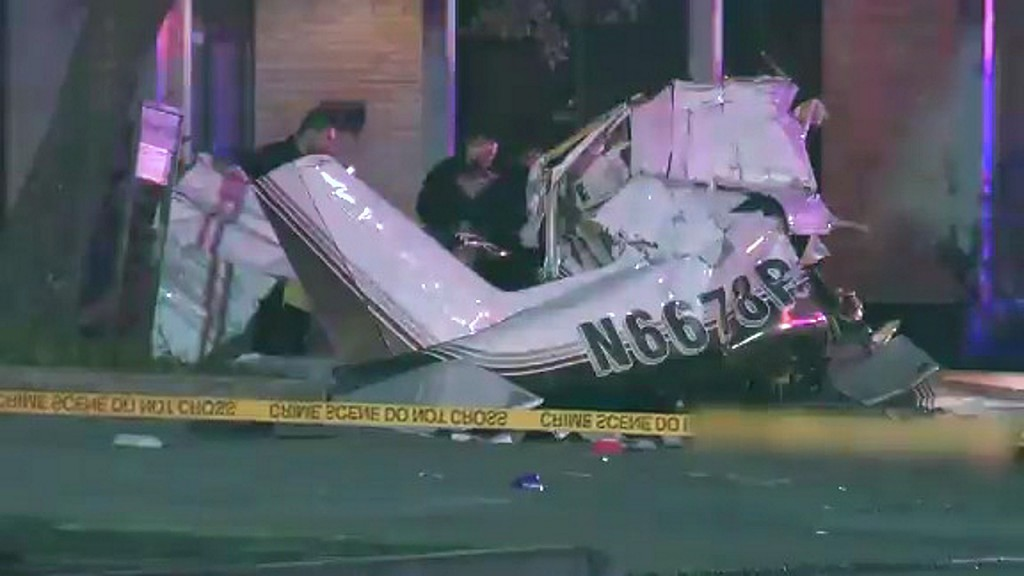 3 dead after plane crashes during emergency landing in San Antonio