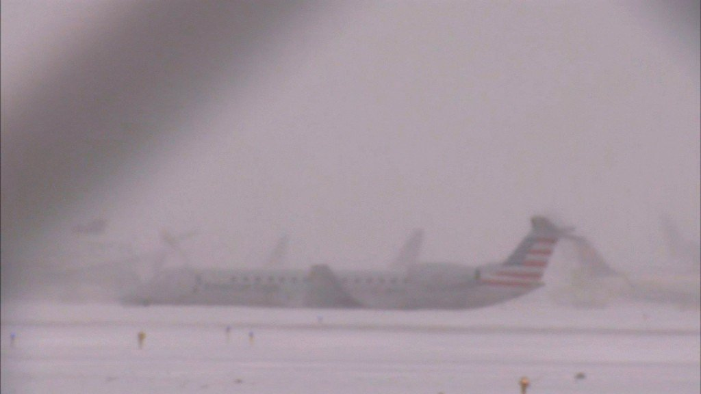Plane slides off Chicago's O'Hare runway as snow moves in
