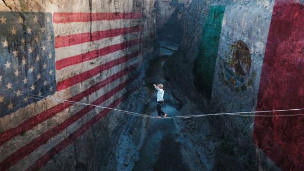 Mexican and American walk highline over border