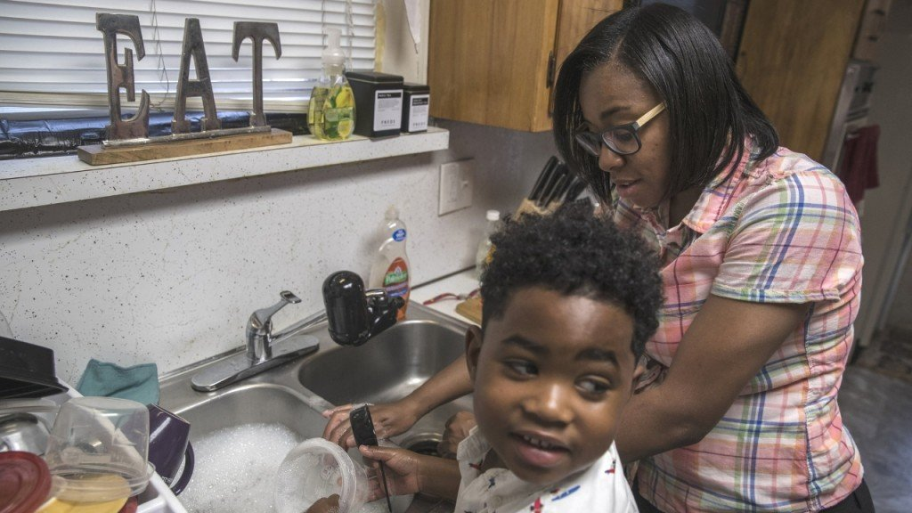 Lead in Newark's water has mom worried 5-year-old 'being poisoned'