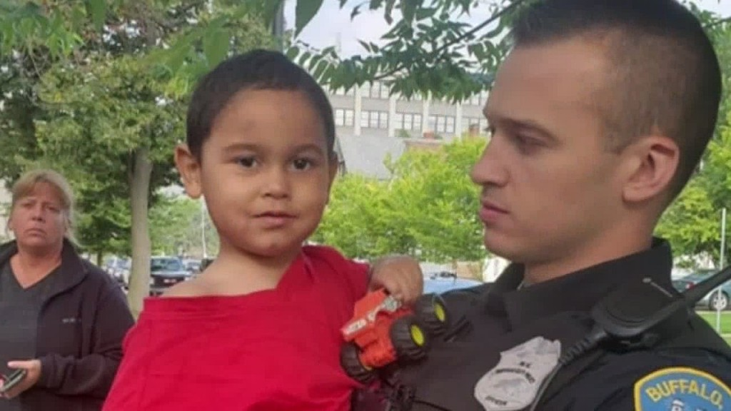 3-year-old boy found sleeping on stranger's porch, parents missing