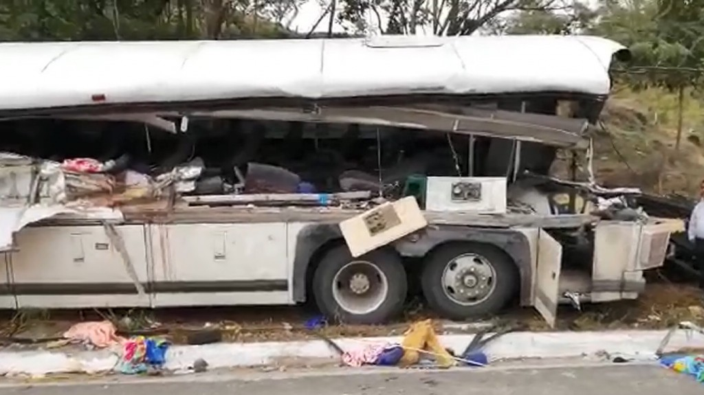 21 killed in bus crash in Guatemala, officials say