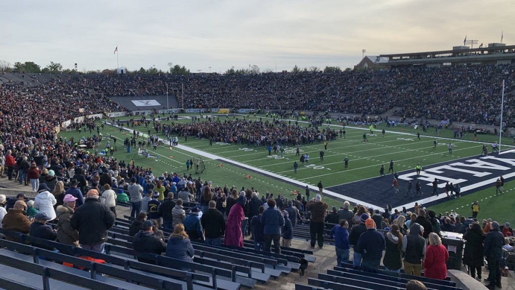 Climate change protest delays Harvard-Yale football game