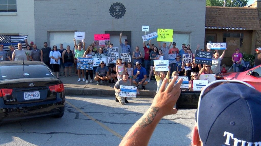 Jasper Residents Show Support For Chief Karr