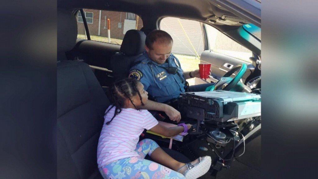Granby Officer Shares Lemonade