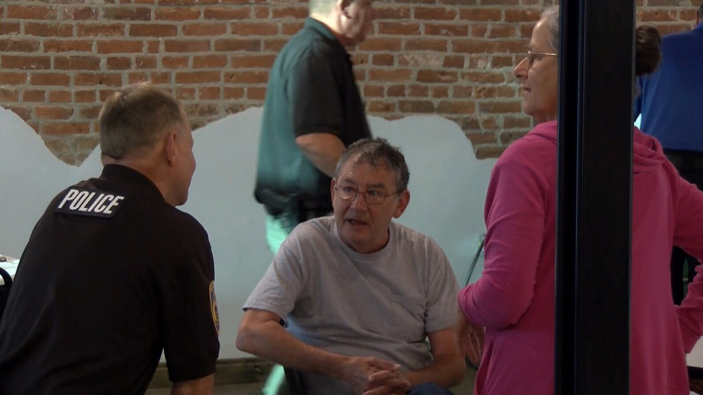 Baxter Springs Police Chief Chats With Residents