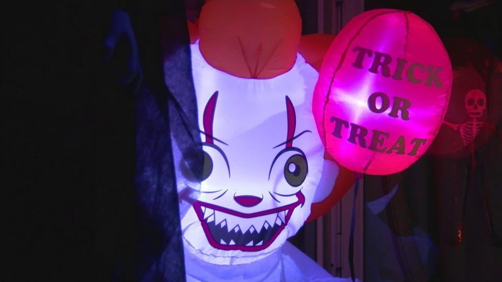 Joplin Family Goes All Out With Halloween Decorations For Their House