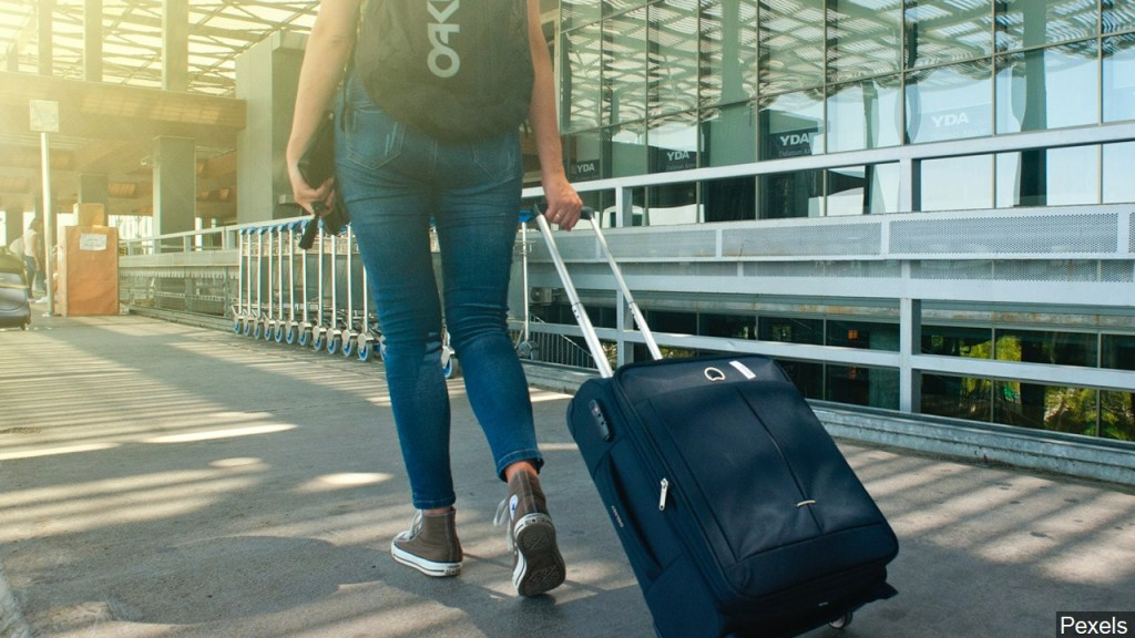 Person Walking With Luggage,mgn 1280x720 01229p00 Vehwx