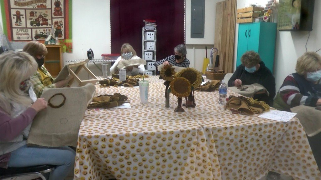Quilters Get Together In Carthage For A Quilting Class