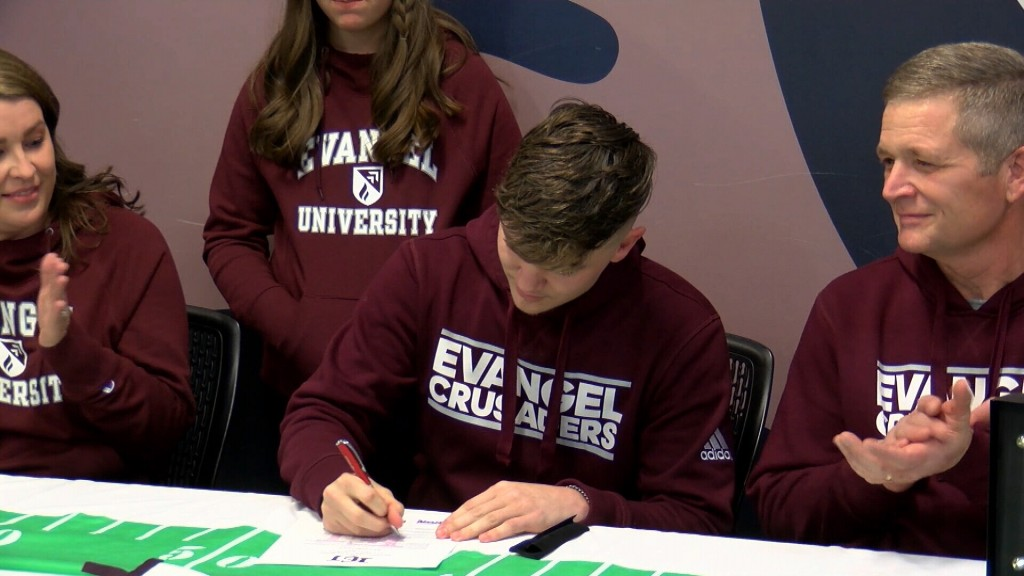 Joplin's Huff Signs To Evangel Football