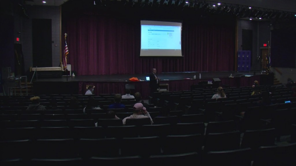 State Treasurer Speaks To Students At Pittsburg High School